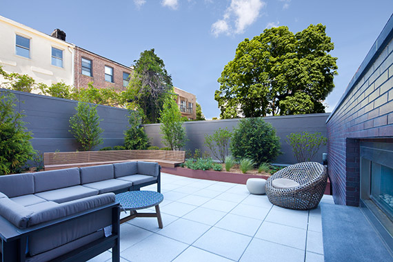 202 8th Street courtyard