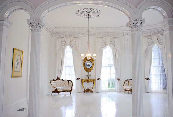 Private homes with luxurious ballrooms are experiencing a real estate renaissance
