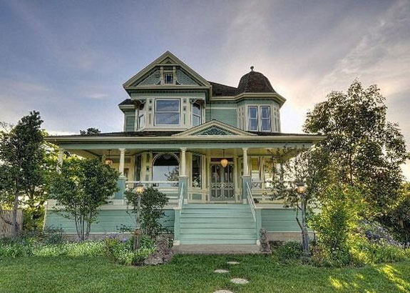 located-on-the-sacramento-delta-this-989000-riverside-house-was-built-in-1870