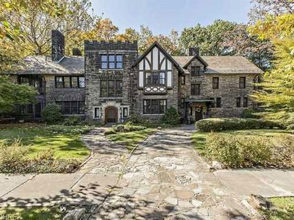 this-castle-like-dwelling-in-ohio-was-designed-in-1910-and-is-listed-for-900000