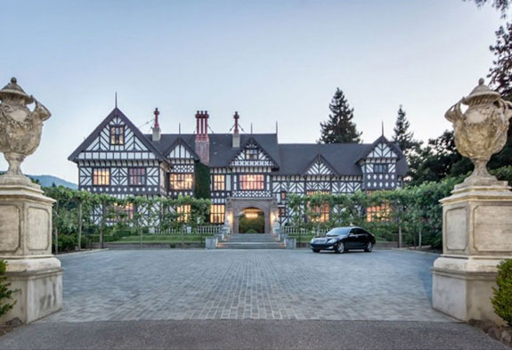 the-house-sits-on-a-75-acre-lot-in-los-altos-hills-part-of-silicon-valley