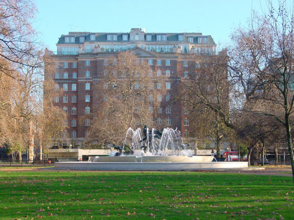 the-block-takes-its-name-from-hyde-parks-fountain-of-joy-which-you-can-see-from-the-apartments-not-a-bad-view
