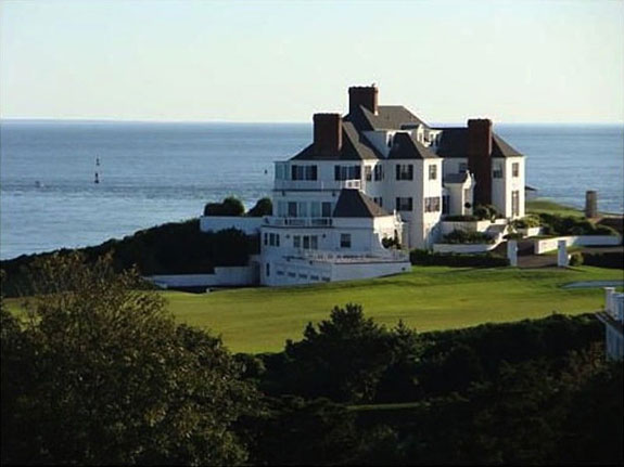 watch-hill-rhode-island-in-2013-swift-bought-an-11000-square-foot-rhode-island-mansion-for-1775-million-and-she-reportedly-paid-for-it-in-cash