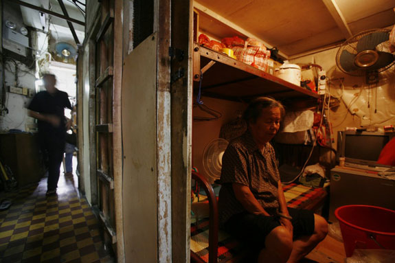 inside-a-600-square-foot-apartment-complex-in-hong-kong-sit-19-units-all-measuring-less-than-25-square-feet-they-are-known-as-cubicle-homes-or-more-ominously-coffin-homes
