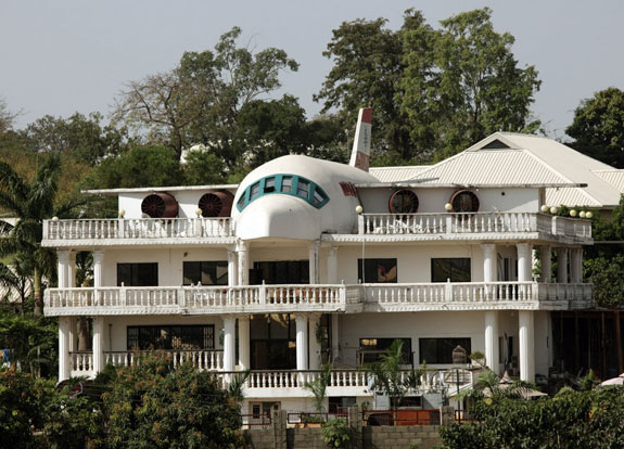 this-house-in-abuja-nigeria-is-partially-built-in-the-shape-of-an-airplane-the-house-was-built-by-said-jammal-for-his-wife-liza-to-commemorate-her-love-for-travel