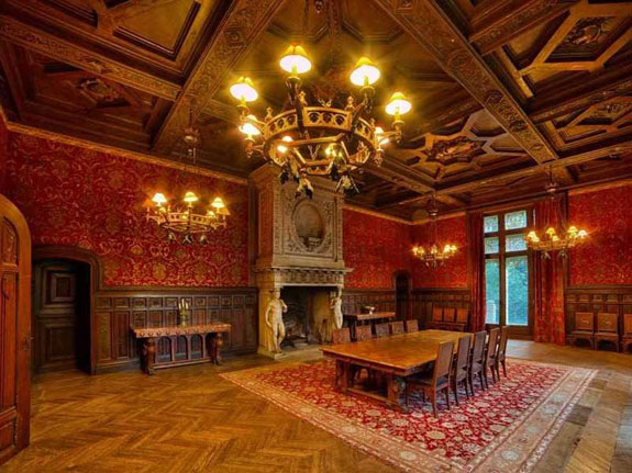 nothing-added-to-the-home-over-the-centuries-looks-out-of-place-or-anachronistic-at-the-same-time-the-home-is-appropriately-luxurious-with-beautiful-chandeliers-and-exquisite-wooden-detailing