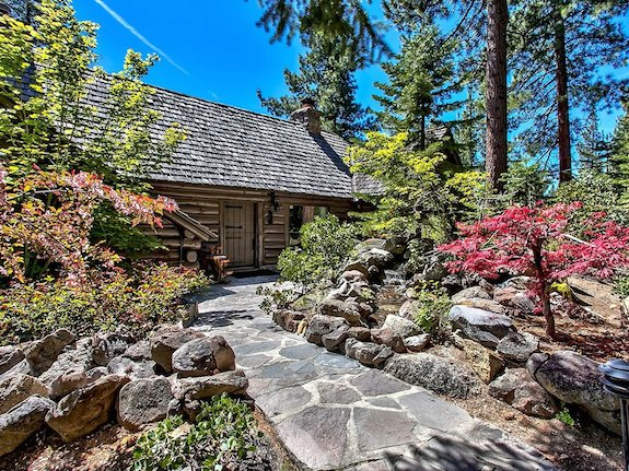 the-3800-square-feet-of-living-space-is-divided-between-the-historic-log-cabin-home-and-the-guest-cottage